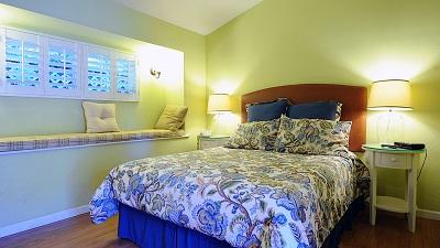 Sunset Inn room