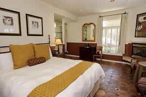 cypress-inn-room.j